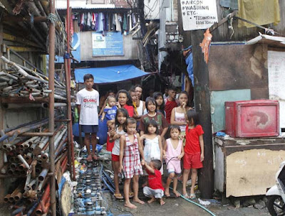 Extreme poverty in Manila, Philippines