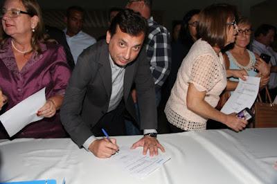 Prefeito Renato Soares assina convênios com a Secretaria de Habitação do Estado de São Paulo