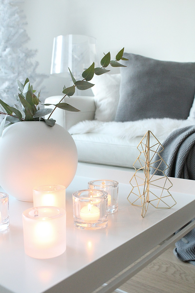 valkoinen olohuone joulu
