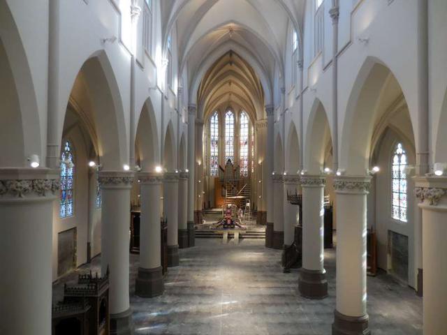 De nieuwe schakel herenthout heropening parochiekerk for Horemans interieur