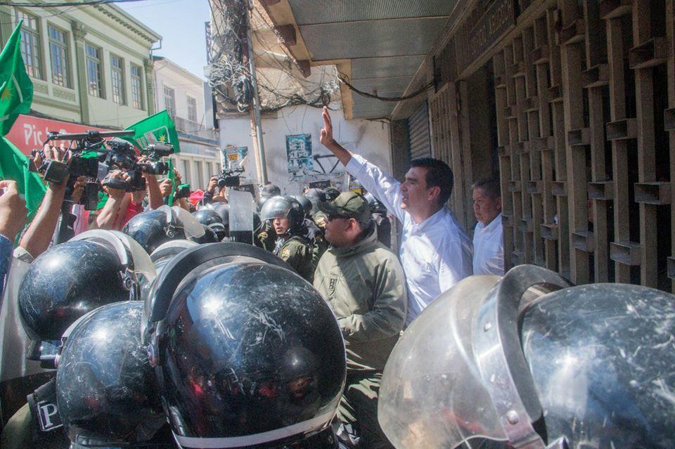 Alcalde cochabambino recibió detención domiciliaria este sábado por caso mochilas chinas / FACEBOOK