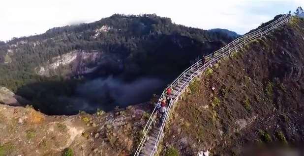Gambar wisata danau_kecamatan kelimutu_ kabupaten ende_ provinsi NTT