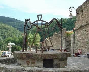 Escultura Homenaje a La Sardana en Prats de Molló