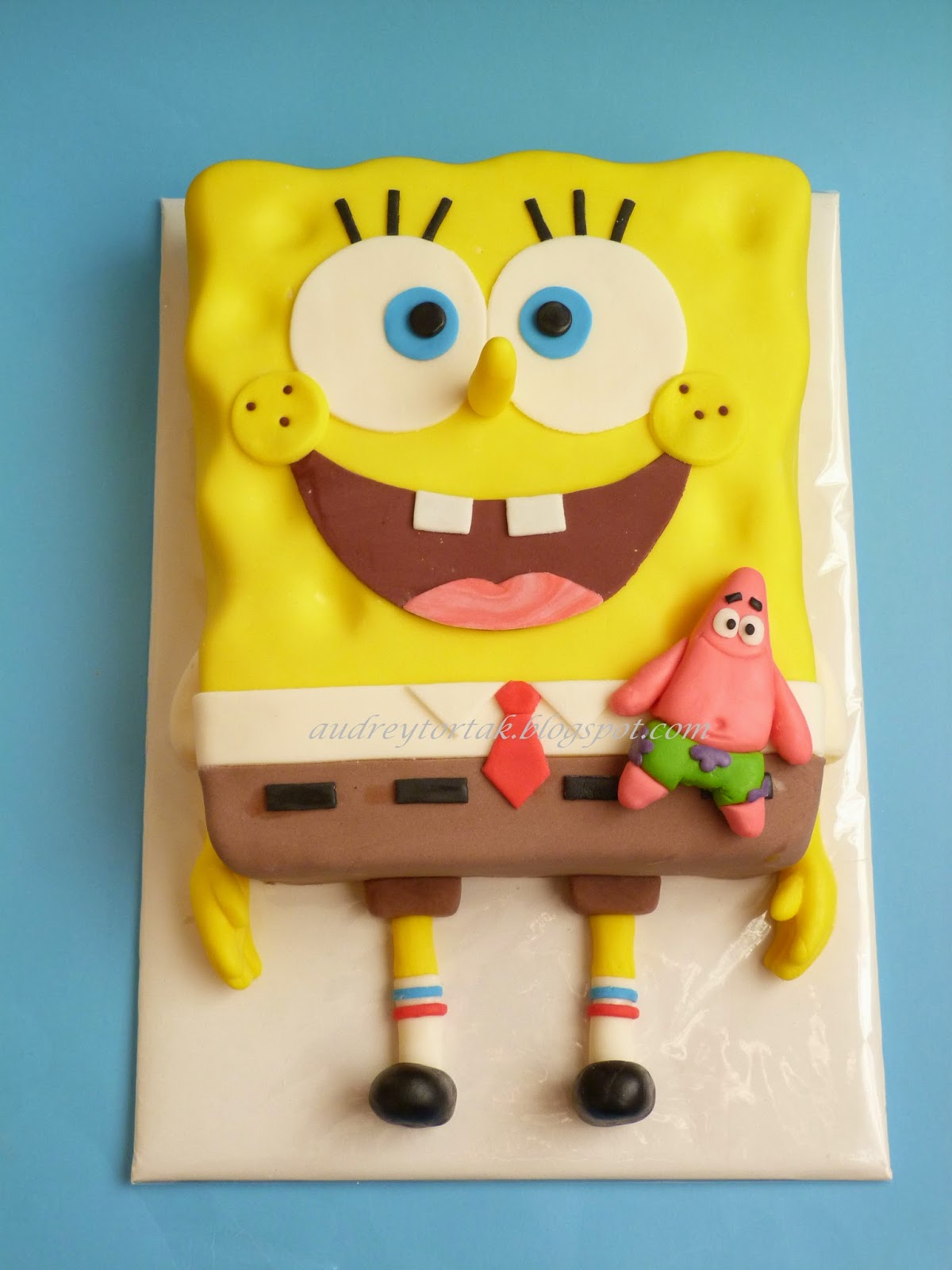 spongyabob torta képek Egy szelet tortát?: Gyerektorták   Jégvarázs, Spongyabob, Hupikék  spongyabob torta képek