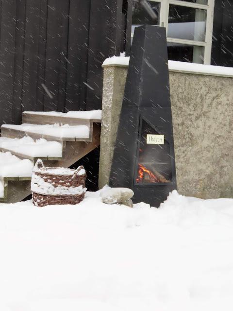 Vinterpoesi i hagen - Fyr på utepeisen  IMG_0348 (2)-min