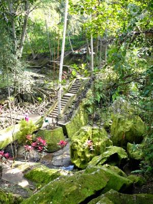 goa gajah templos bali