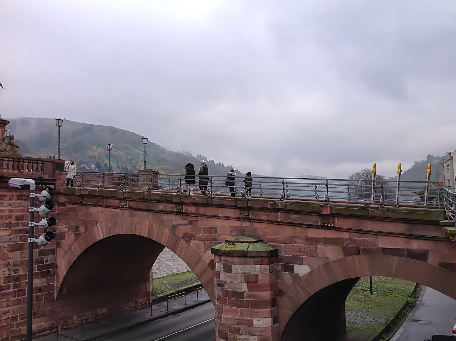 Alte Brücke Heidelberg bei Regenwetter