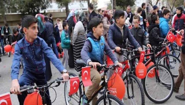 Ikut Sholat Shubuh Berjamaah Di Mesjid, Anak-Anak Turki Dihadiahi Sepeda