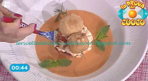 Gazpacho con bocconcini di mozzarella fritti ricetta Fava da Prova del Cuoco