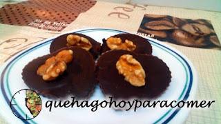 Bombones de chocolate y nuez