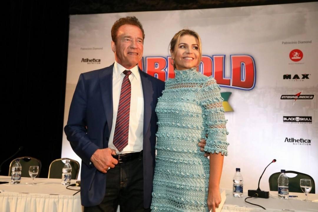 Arnold Schwarzenegger posa para foto ao lado da sócia Ana Paula Leal Graziano. Foto: Divulgação