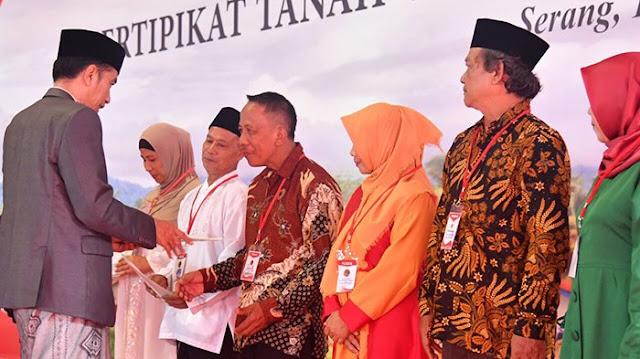 Pidato Tentang Presiden Jokowi Widodo Soal Pembagian Sertifikat Tanah Bukanlah Pengibulan Tetapi Ini Nyata Dan Di Publik Kepada Masyarakat Indonesia