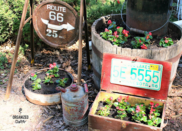 Garden Junk and Wax Begonias #signs #oldsignstencils #gardenjunk #junkgarden #waxbegonias #dragonwingbegonias #outdoordecorating