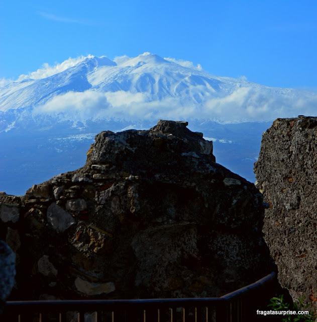 Vulcão Etna, Sicília, visto do Castelo de Castelmola