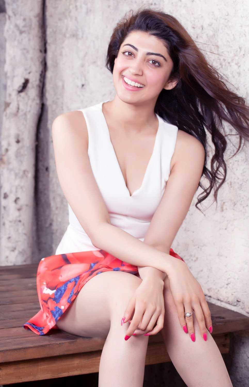 Surabhi Cute Wallpapers Pranitha Hot Stills On Mini Skirt Telugu Movie News