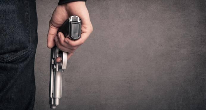 Hieren de bala a un médico que atacó con un cuchillo a hermana y a un sobrino