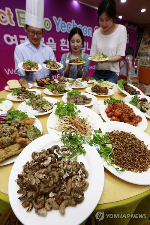 Platos de insectos y gusanos para comer en Corea del Sur