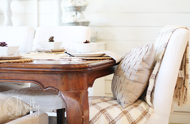 Farmhouse style fall decor and decorating ideas for your dining room. Fixer upper style decor