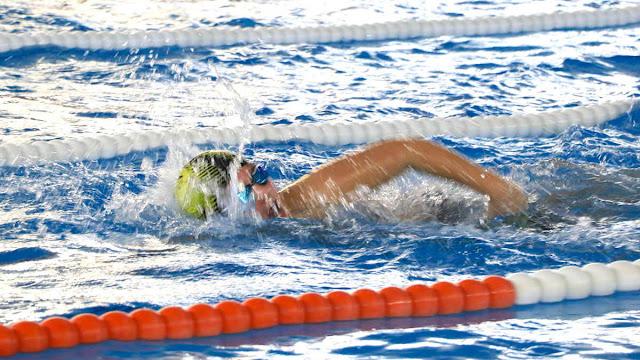 Nadador en la piscina de Gorostiza