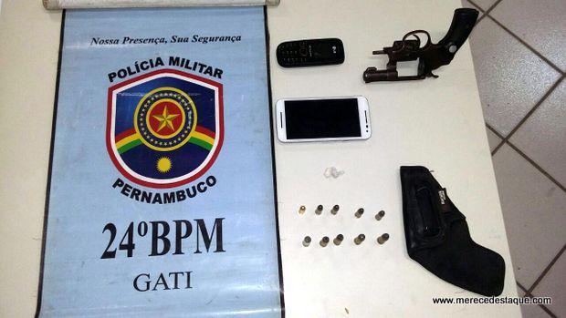 Ex-presidiário é detido pela Polícia com arma de fogo e drogas, no Distrito de São Domingos