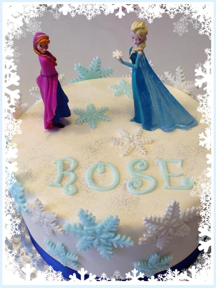 gateau d'anniversaire personnalise avec figurines de la reine des neige