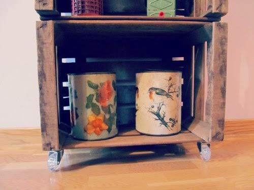Presentación estantería con cajas de madera para fruta
