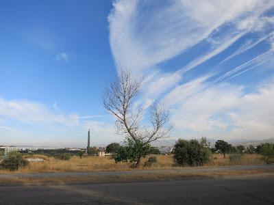 paisaje con nubes de día