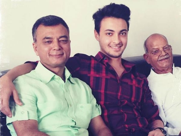 Aayush Sharma With His Father Anil Sharma And His Grandfather Sukhram Sharma