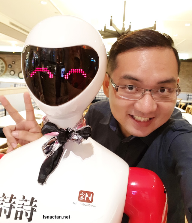 Nam Heong Restaurant's I-Waitress Robots Are Here!