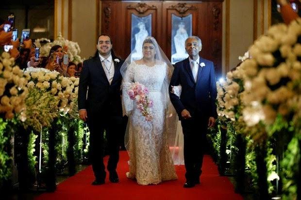 Preta Gil casamento, com o pai Gilberto Gil e o filho Francisco