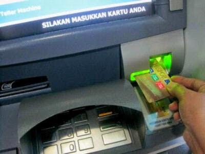 Cara Memasukan Kartu ATM yang benar