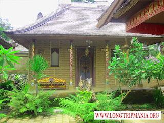 Rumah Adat Bali di Taman Nusa Gianyar