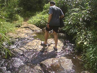 meleati sungai ke curug penganten