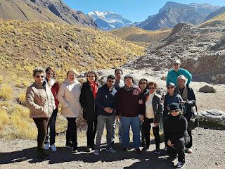 Grupo de Viagem em Frente ao Aconcágua, Parque Provincial Aconcagua, Argentina