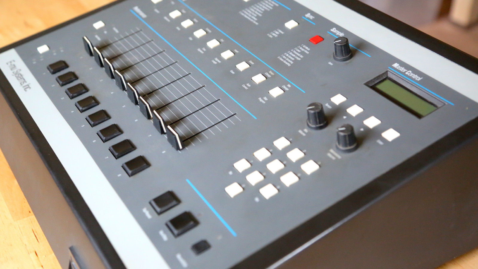 matrixsynth emu sp1200 drum machine with a huge disc library spare drive. Black Bedroom Furniture Sets. Home Design Ideas