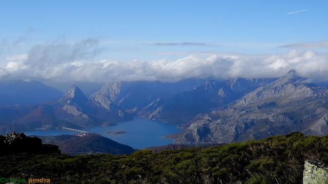 Una mirada al embalse de Riaño y al Pico Gilbo