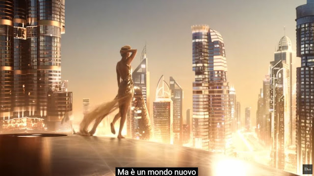 Attrice Dior profumo J'Adore modella pubblicità spot