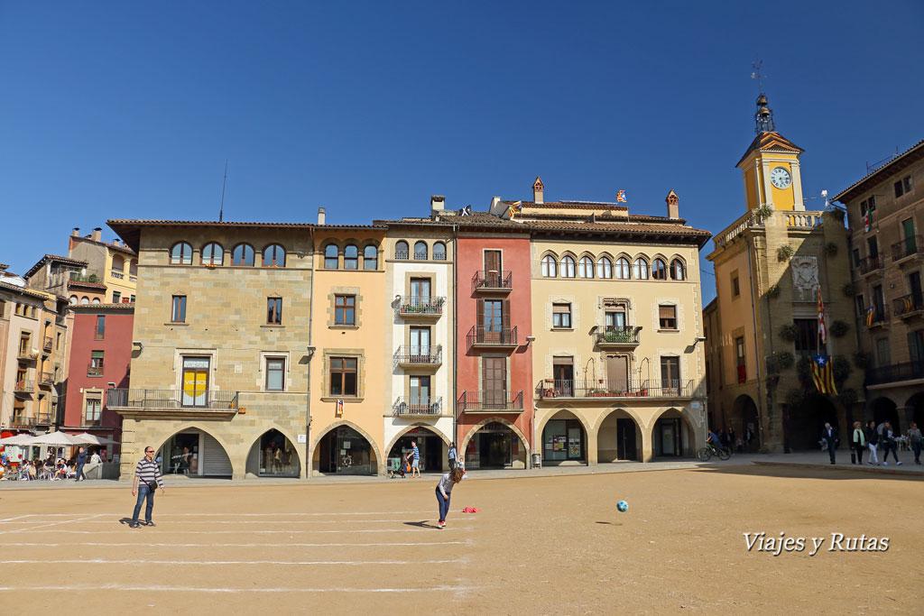 Ayuntamiento en plaza mayor de Vic