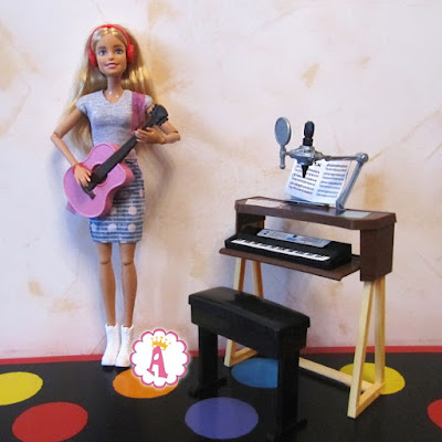Кукла барби и розовая гитара