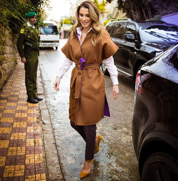 Queen Rania met with the members of the Phi Science Institute. Queen wore Fendi Dress and Balmain Coat, fashion