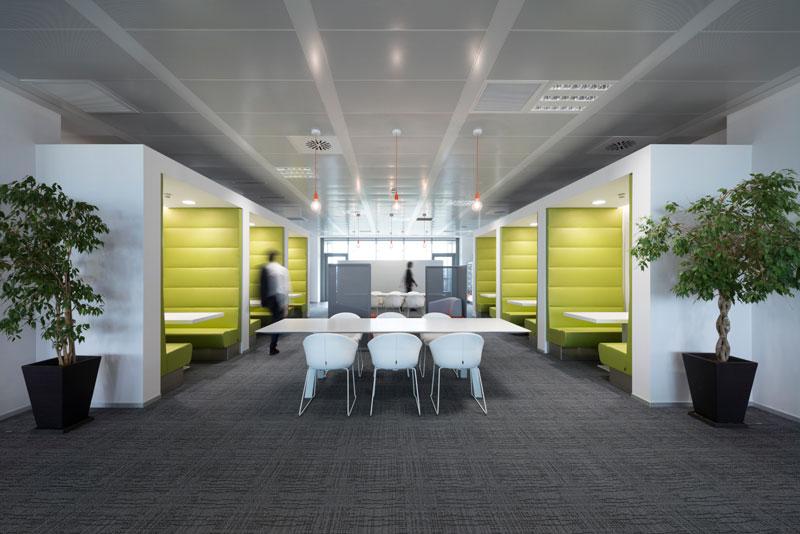 Gli arredi Pedrali arredano i nuovi uffici di SKY a Milano