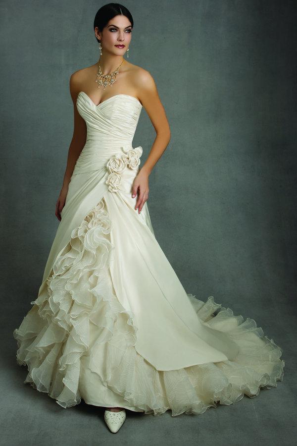 Classic Wedding Dress: Unforgettable Wedding Dresses 2011