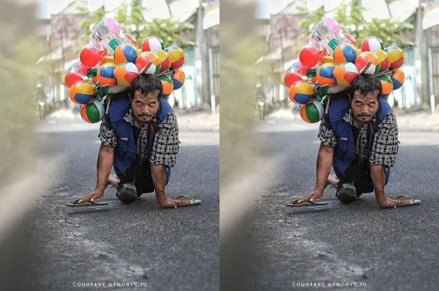 Demi Mencari Rejeki Yang Halal, Pak Setu Rela Berjualan Balon Sambil Merangkak di Jalanan