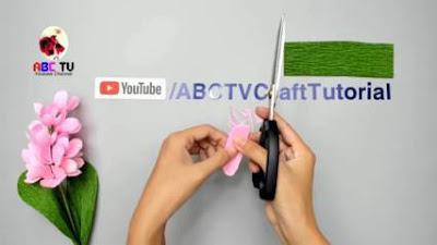 membuat bunga dari kertas krep yang mudah