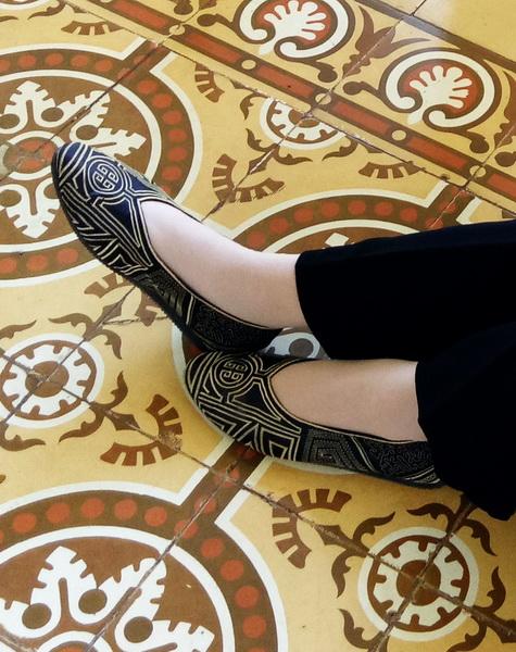 sepatu bordir etnik