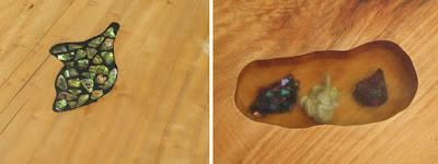 Mesa de madera con resina cristal y conchas de mar encapsuladas.