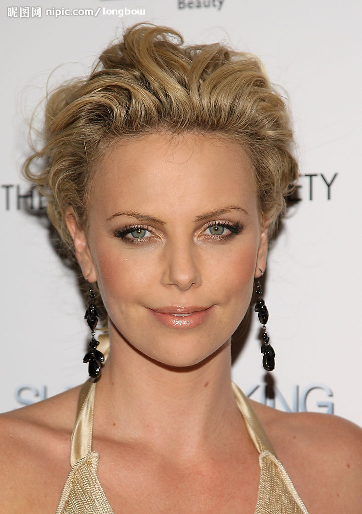 Trendy Hairstyles 2014: Charlize Theron Different Hairstyle
