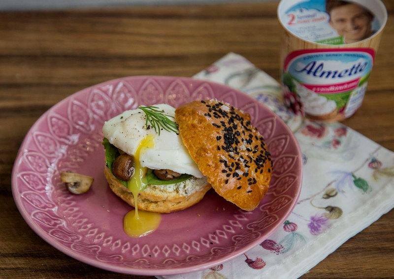 almette z rzodkiewkami, przepisy z almette, gotowanie z davidem gaboriaut, scones, jajko w koszulce, zycie od kuchni