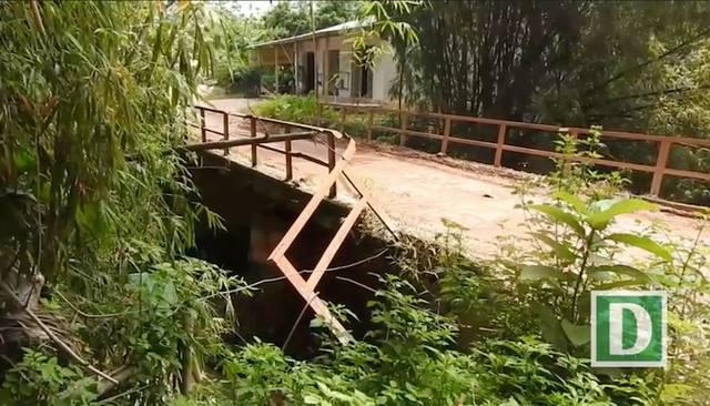 Cầu cống, đường xá tan hoang