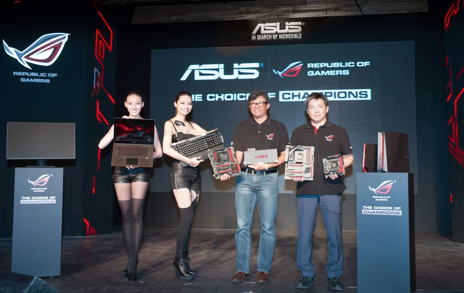 Joe Hsieh, ASUS Corporate VP and GM of Motherboard and Desktop System Business Unit and Jackie Hsu, ASUS Corporate VP and GM of Worldwide Sales, present ROG products